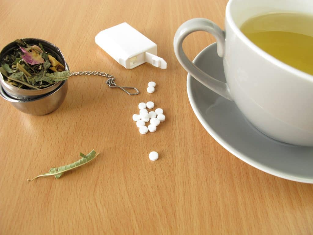 Aspartame tablets and tea
